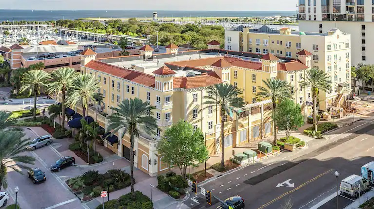 <em>Hampton Inn & Suites, Downtown St. Petersburg, FL</em>